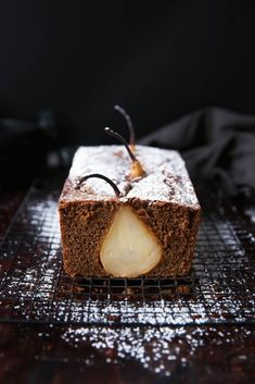 Drunken Pear Ginger Bread: spiced white wine poached pears enveloped in a rustic ginger bread!(Non Baking Treats) Beaux Desserts, Just Desserts, Dessert Recipes, Pear And Ginger Cake, Ginger Bread, Pear Bread, Slow Cooker Desserts, Pear Recipes, Sweet Recipes