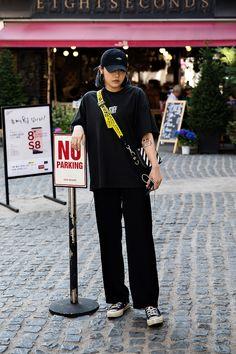 TSHIRT | #VETEMENTS BAG | #OFFWHITE Oh Il, Street Fashion 2017 in Seoul
