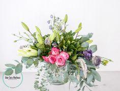 Rosas, eucalipto, clavo japones, lilis, dephinium, dolar