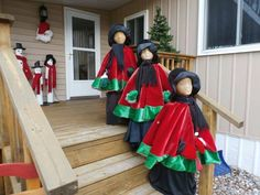 Tomato cages, foam head, black witch& dress, hats, scarfs and tree skirt. Christmas Porch, Outdoor Christmas Decorations, Christmas Carol, Winter Christmas, Christmas Wreaths, Tomatoe Cage Christmas Tree, Christmas Topiary, Christmas Vacation, Christmas 2017