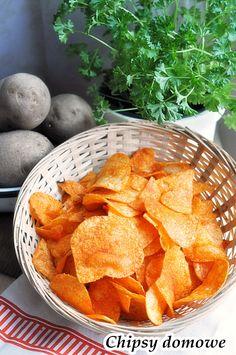 Chipsy domowe z ziemniaków. Dzisiaj polecam Wam przepis Piotra na chipsy domowe ziemniaczane. Chyba wszyscy lubią chipsy domowe z ziemniaków, ja nie znam nikogo kto ich nie lubi? Najlepsze chipsy są paprykowe, solone. Piotrek robi prawdziwe domowe chipsy tylko z … Czytaj dalej →