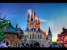 Did you know?  There's a long standing rumor that Cinderella's Castle can be quickly disassembled in case of a major hurricane. Though this rumor is false, the castle was originally built to withstand hurricane force winds.