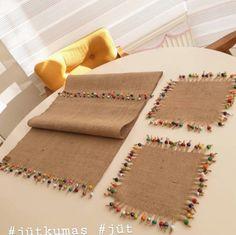 Diy Pillows Ideas For Kids Burlap Crafts, Diy And Crafts, Diy Pillows, Decorative Pillows, Diy For Kids, Crafts For Kids, Crochet Placemats, Crochet Christmas Ornaments, Crochet Decoration