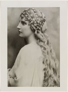Lohengrin, 1938 (by State Library of New South Wales collection)  Kirsten Flagstad as Elsa in Lohengrin, ca. 1938