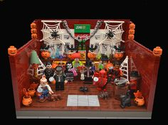It's Halloween Party Time ! Lego Halloween, Halloween Village, Halloween 2016, Happy Halloween, Halloween Decorations, Halloween Party, Lego Haunted House, Nerf Birthday Party, Amazing Lego Creations