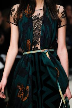 See-through blouse covered with scarf Burberry Prorsum Fall 2014 RTW - Details - Fashion Week - Runway, Fashion Shows and Collections - Vogue Estilo Fashion, Moda Fashion, High Fashion, Ideias Fashion, Fashion Show, Womens Fashion, Fashion Tips, Dress Fashion, Trendy Fashion