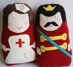 Artesanato e Cia : Bonecos (almofadas) Enfermeira e rei em feltro