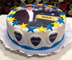 #bocajuniors #cake #torta #boca #lamitadmasuno #bombonera #xeneize #roman #riquelme by #libertinacandybar Birthday Cake, Roman, Desserts, Pastel, Ideas, Food, Sport Cakes, Tailgate Desserts, Deserts