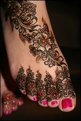 Mehndi is derived from the Sanskrit word mendhika. Mehndi Designs are also called as henna designs and henna tattoos.In Indian marriages there are so many things which are very important, in all mehndi also playing a great role in marriages. Et Tattoo, Ta Moko Tattoo, Tatoo 3d, Tattoo Henna, Henna Mehndi, Henna Art, Arabic Mehndi, Mehendi, Tattoo Art