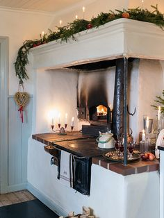 vintage farmhouse kitchen – rustic home interior Vintage Farmhouse, Vintage Kitchen, Kitchen Design, Kitchen Decor, Kitchen Colors, Vibeke Design, Scandinavian Christmas, Christmas Inspiration, My Dream Home