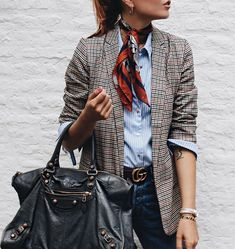 14 ways to wear a gray plaid blazer outfit and look up to date - Jacket Outfits Fashion Mode, Office Fashion, Look Fashion, Autumn Fashion, Fashion Clothes, Fashion Accessories, Look Blazer, Plaid Blazer, Striped Blazer Outfit