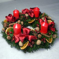 For each the four Sundays leading up to Christmas eve one candle is lit. Christmas Advent Wreath, Christmas Candles, Rustic Christmas, Handmade Christmas, Christmas Holidays, Christmas Crafts, Christmas Arrangements, Christmas Table Decorations, Festival Decorations
