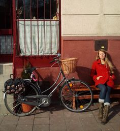 just chillin' #cyclechic   Shared from http://hikebike.net
