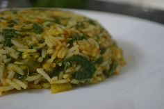 Lehsuni Palak Pulav | Spinach-Garlic Rice  A yummy rice dish that can be had as a one meal lunch or dinner. https://kitchenpostcards.wordpress.com/2013/10/29/lehsuni-palak-rice/