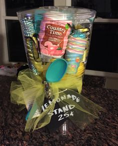 I love these DIY gift basket ideas. These DIY gift baskets are super easy to mak. I love these DIY gift basket ideas. These DIY gift baskets are super easy to make and are the perfe Theme Baskets, Themed Gift Baskets, Diy Gift Baskets, Basket Gift, Raffle Gift Basket Ideas, Summer Gift Baskets, Wine Baskets, Fundraiser Baskets, Raffle Baskets