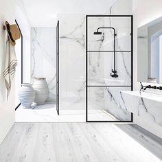 """2,755 Likes, 33 Comments - BO BEDRE (@bobedredk) on Instagram: """"Nordisk minimalisme. Samspillet mellem det smukke marmor og der sorte jern skaber et elegant…"""""""