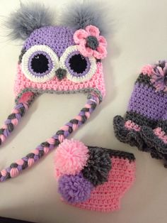 This listing is for a newborn owl hat, diaper cover and leg warmers. The colors are light pink, lavender and grey. There is a Pom Pom on each leg