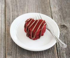 I hope you're not sick of red velvet recipes…this is my last one for a while. I think. Red velvet cake always seems to go hand in hand with cream cheese frosting. The thing is, I don't really like cream cheese frosting. I always wipe it off and just eat the red velvet cake. So …