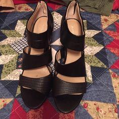 Black shoes size 7 1/2 Size 7 1/2 black shoes Arturo Chiang Shoes Heels