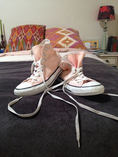 How to make Blush converse: Take a pair of purple converse and put them in a bucket with water and 1-2 cupfulls of bleach. Leave them overnight and in the morning they will be a perfect pink! I've been wondering where people have been getting this perfect ballerina-pink shade from! MUST DIY!!!