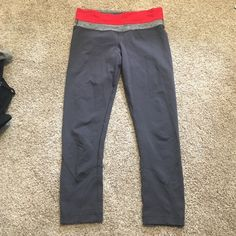Lululemon crops Good used condition, tight on calf very flattering!! No trades! Bundle and save lululemon athletica Pants