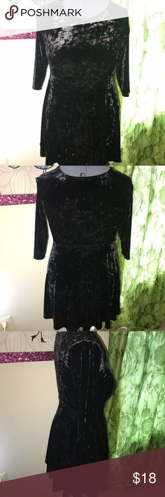 Black velvet skater dress This a black and velvet skater style dress. With long sleeves great with some booties or over the knee boots! Feel free to make a offer 😊 Forever 21 Dresses Midi