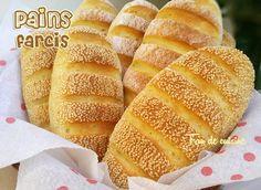 Asalam Alaykom, Voici le pain marocain qui a fait le buzz sur les réseaux sociaux un certain temps, vraiment il est très bon et surtout très facile à faire, j'ai farci la moitié avec de chakchouka de poivrons. Ingrédients: 250 g de semoule fine 250 g...