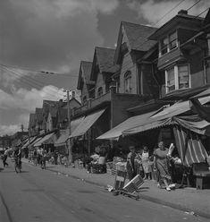 🇨🇦 Kensington Market (Toronto, Ontario, by Michael Lambeth 🎞 Toronto City, Downtown Toronto, Toronto Photography, Vintage Photography, Studio Musicians, Yonge Street, Royal Ontario Museum, Canadian History