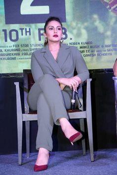 Hollywood Actress Name List, Hollywood Girls, Hollywood Heroines, Bollywood Bikini, Indian Bollywood, Bollywood Fashion, Bollywood Actress Hot Photos, Actress Pics, Hot Actresses