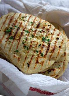 How to make 2 ingredient naan flatbread with salt and olive oil. These naans can be made with garlic and cilantro to make them gourmet. Greek Recipes, Indian Food Recipes, Recipes With Naan Bread, Flatbread Recipes, Yogurt Flatbread Recipe, Nann Bread Recipe, Quick Naan Bread Recipe, Butter Naan Recipe, Naan Flatbread