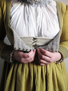 Betulapendulafrau – a birch coloured early century German dress Katafalk - Cathrin Åhlén Mode Renaissance, Costume Renaissance, Medieval Costume, Renaissance Fashion, Renaissance Clothing, Medieval Dress, 16th Century Clothing, 16th Century Fashion, 14th Century