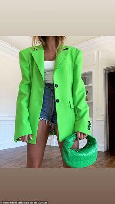 Daisy Duke Shorts, Look Fashion, Fashion Outfits, Color Blocking Outfits, Look Blazer, Inspiration Mode, Streetwear Fashion, Prada, Celebrity Style