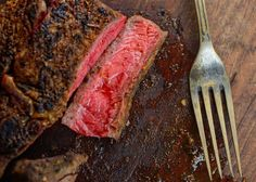 8 tips for grilling the perfect steak Easy To Make Dinners, Easy Meals For Two, Easy Eat, Rare Steak, Juicy Steak, Cooking On The Grill, Easy Cooking, Barbeque Sides, Grilling The Perfect Steak