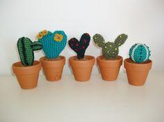 piante grasse all'uncinetto (per pollici neri :)) - crocheted succulents (for black thumbs :))