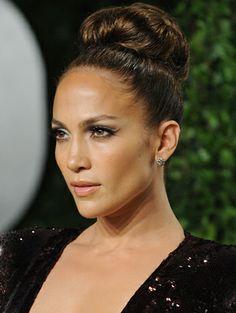 Gorgeous eye makeup on Jennifer Lopez.  http://www.primped.com.au/galleries/celebrity-beauty-galleries/celebrity-eyeliner-looks-to-love