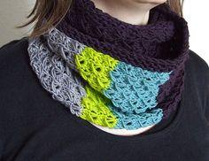 Pretty dropped stitch pattern.  Plus free cowl pattern by Rhona R.