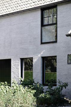 Shades of grey Brick Facade, Facade House, Exterior Colors, Exterior Paint, House Extension Design, House Design, Painted Brick Walls, Glazed Brick, Front Doors With Windows