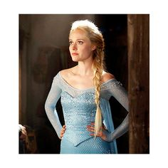 Queen Elsa's Undone Braid Recreate the Once Upon a Time Character's... ❤ liked on Polyvore featuring once upon a time, elsa and hair