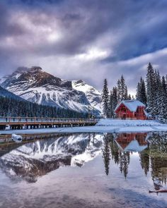 ***Emerald Lake Lodge (Yoho, BC) by Mark Jinks (@markjinksphoto) on Instagram❄️c.