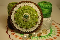 Embroidered green and brown felt brooch with vintage por loopicraft, $39,50