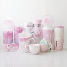 Starbucks Cherry Blossom (Sakura) Korea 2015 – the only collection I deliberately completed this year. Pretty, isn't it? Copo Starbucks, Starbucks Tumbler, Starbucks Drinks, Cute Water Bottles, Cute Cups, Mocca, Mug Cup, Sangria, Girly Things