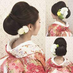 いいね!319件、コメント1件 ― R.Y.K Vanilla Emuさん(@ry01010828)のInstagramアカウント: 「結婚式の前撮り 和装ロケーション撮影のお客様 つるっと面を出したアップ 下めに大きくシニヨンを ご持参頂いた生花と造花を 混ぜて左右に沢山付けました 黒髪の方にオススメです! #ヘア #ヘアメイク…」 Japanese Beauty Hacks, Wedding Kimono, Barrette Clip, Japanese Kimono, Wedding Hairstyles, Hair Beauty, Hair Styles, Makeup, Japanese Hairstyles