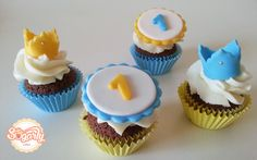 Crown mini cupcakes. Yellow and blue. One year old little prince.