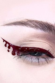 Eyeliner is a simple way to spook up your makeup look during Halloween, but sometimes a simple wing isn't enough. Blood liner is slime liner's evil twin, and Perfect Eyeliner, How To Apply Eyeliner, Gel Eyeliner, Brown Eyeliner, Halloween Eye Makeup, Halloween Eyes, Halloween Party, Winged Eyeliner Tutorial, Winged Liner