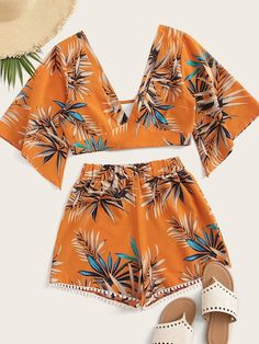 To find out about the Leaf Print Blouse & Pompom Trim Shorts at SHEIN, part of our latest Two-piece Outfits ready to shop online today! Teen Fashion Outfits, Fashion Clothes, Girl Outfits, Cute Summer Outfits, Cute Casual Outfits, Summer Shorts, Pom Pom Shorts, Short Fringe, Blouse Models