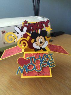 Disney Party ideas: Card in a box - Disney Mickey Mouse Disney Birthday Card, Mickey Mouse Birthday, Birthday Cards, Exploding Box Card, Pop Up Box Cards, Disney Scrapbook, Scrapbooking, Step Cards, Mickey Party