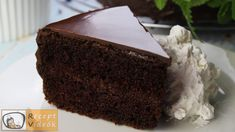 Sacher cake recipe with video. Detailed steps on how to prepare this easy and simple Sacher cake recipe! Ready in: 3 hours Chocolate Biscuits, Chocolate Cake, Sacher Cake Recipe, Cake Recipes, Dessert Recipes, Torte Cake, Desserts To Make, Food Categories, Melting Chocolate