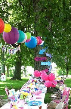Daisy Pink Cupcake: Alice in Wonderland Birthday Party~ Mad Hatter Party, Mad Hatter Tea, Mad Hatters, Tea Party Birthday, First Birthday Parties, Baby Birthday, Birthday Ideas, Baby Shower, Bridal Shower