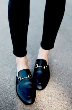 Bild Ergebnisse für gucci brixton loafer - Look-book - Schuhe Shoe Boots, Shoes Sandals, Mules Shoes, Ankle Boots, Frauen In High Heels, Black Loafers, Penny Loafers, Black Skinnies, Black Pants