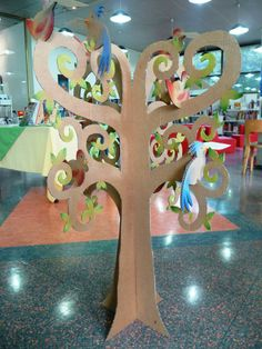Arbre en 3D Xmas Crafts, Fun Crafts, Paper Crafts, Cardboard Box Fort, 3d Tree, The Giving Tree, Texas Star, Class Decoration, Kids Zone